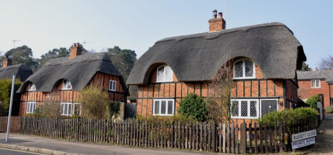 www.lundconlonremovals.co.uk domestic removals ampthill thatched cottages image